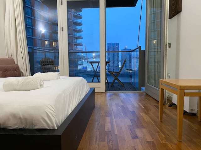 1 Bed Apt in Canary Wharf