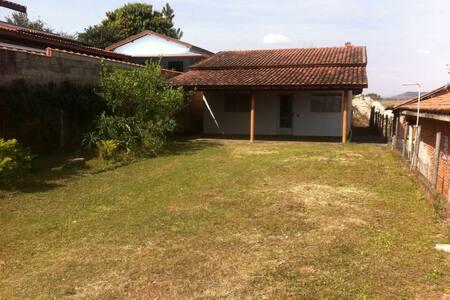 Casa espaçosa Circuito das Águas - Lindóia - Rumah