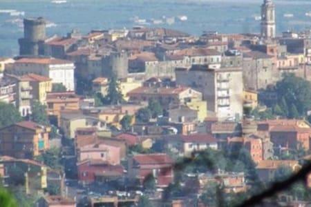 Mansarda con balcone nei Castelli Romani - Lägenhet