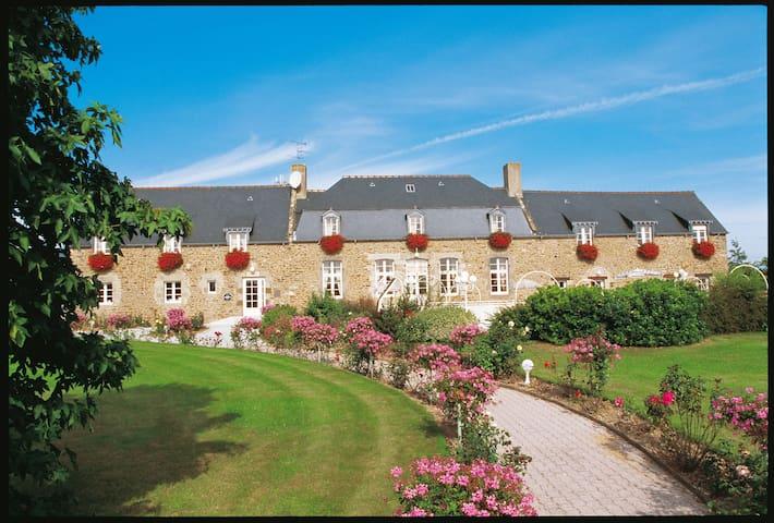 Studio 2personnes Piscine Hotel-Spa-St-Malo - Saint-Jouan-des-Guérets - Boutique hotel