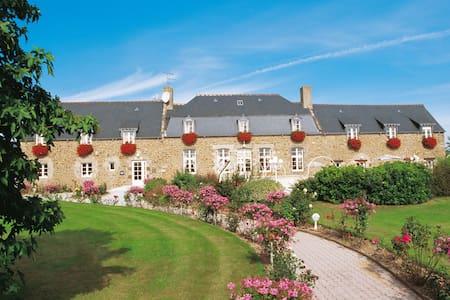 Studio 2personnes Piscine Hotel-Spa-St-Malo - Saint-Jouan-des-Guérets - Boutique-hotel