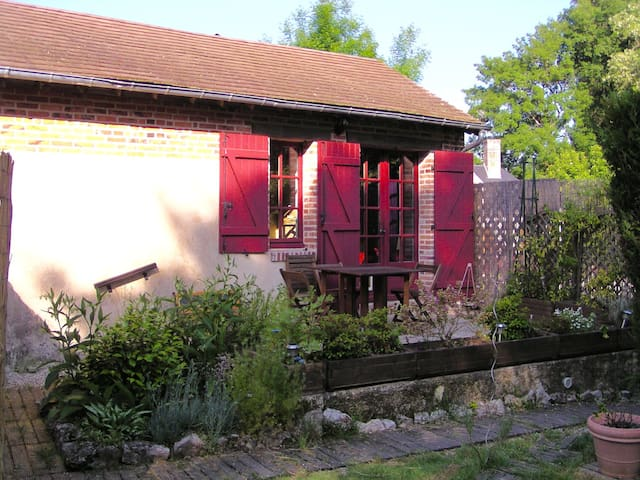 La maison aux volets rouges (studio) - La Ferté-Beauharnais - Apartment