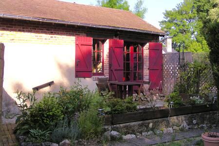 La maison aux volets rouges (studio) - La Ferté-Beauharnais - Apartment