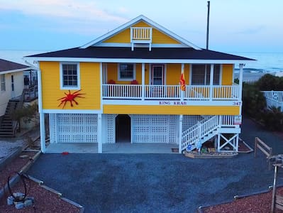King Krab-Ocean Front  Home w/ Screened In Porch!