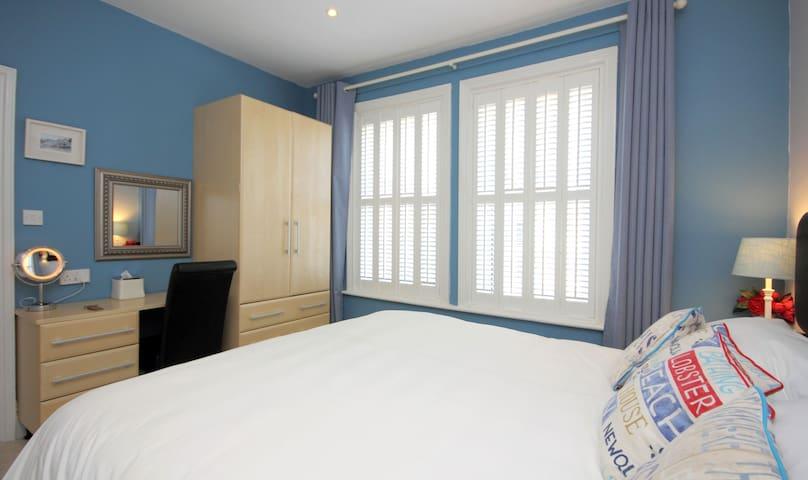 Room 1 (6ft)Bed