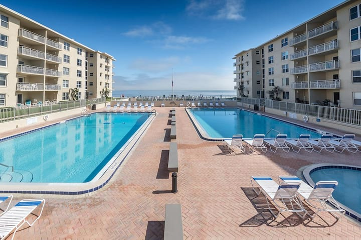 Clean 2/2 Oceanfront New Smyrna Beach condo