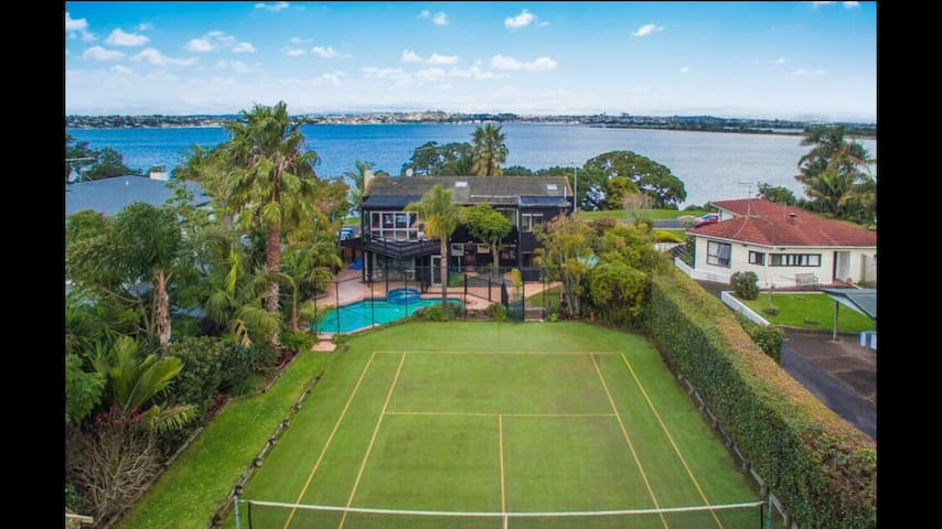 Large Family Home with Pool & Court