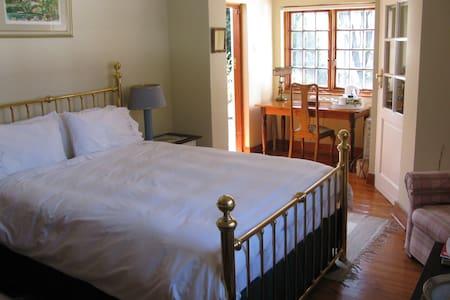 Convenient close to trendy Rosebank - Johannesburg - Bed & Breakfast