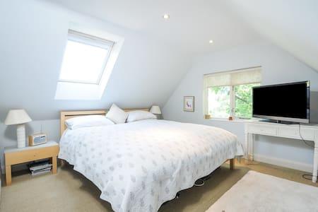 Picturesque Thatch Cottage - Stanton Harcourt