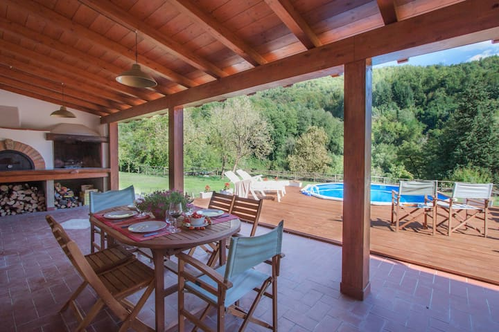 Casa Chioccia village house with pool