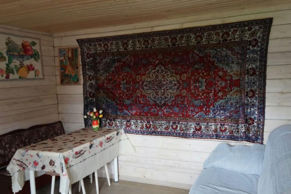 столовая-гостинная в славянском стиле