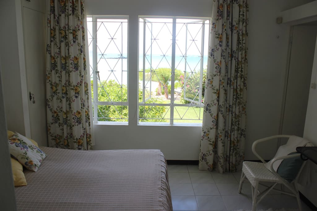 MAIN ROOM WITH VIEW ON SEA