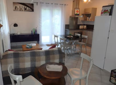 Appartement en villa au calme et facile d'accès - Dom