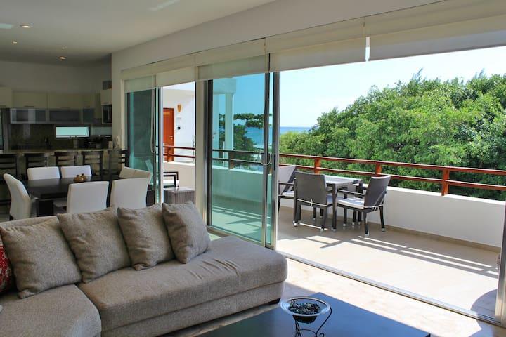Casa del Mar Oceanview Condo