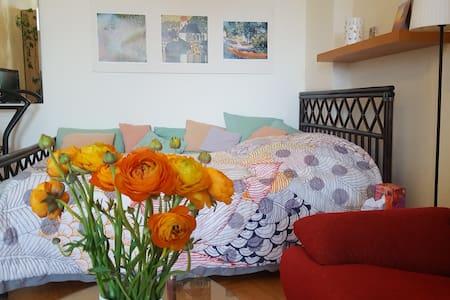 Großes AB-Zimmer mit Loggia in Berlin-Pankow