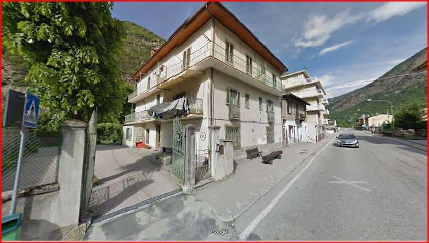 Casa di montagna .....in un paesino tranquillo