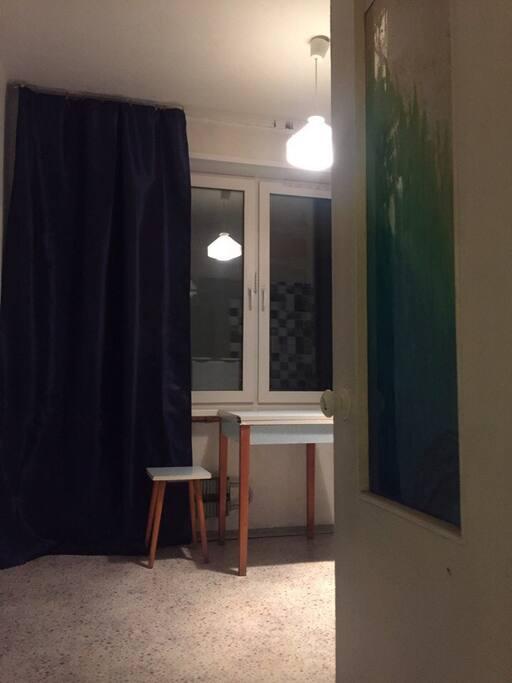 Вид из коридора на кухню