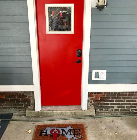 Private Entrance, Outdoor Patio, close to Seaport!