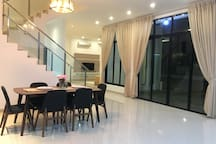 Dining area and sliding glass door to patio 1/garden
