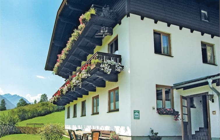 Holiday apartment with 4 bedrooms on 125m² in Fusch/Glocknerstrasse