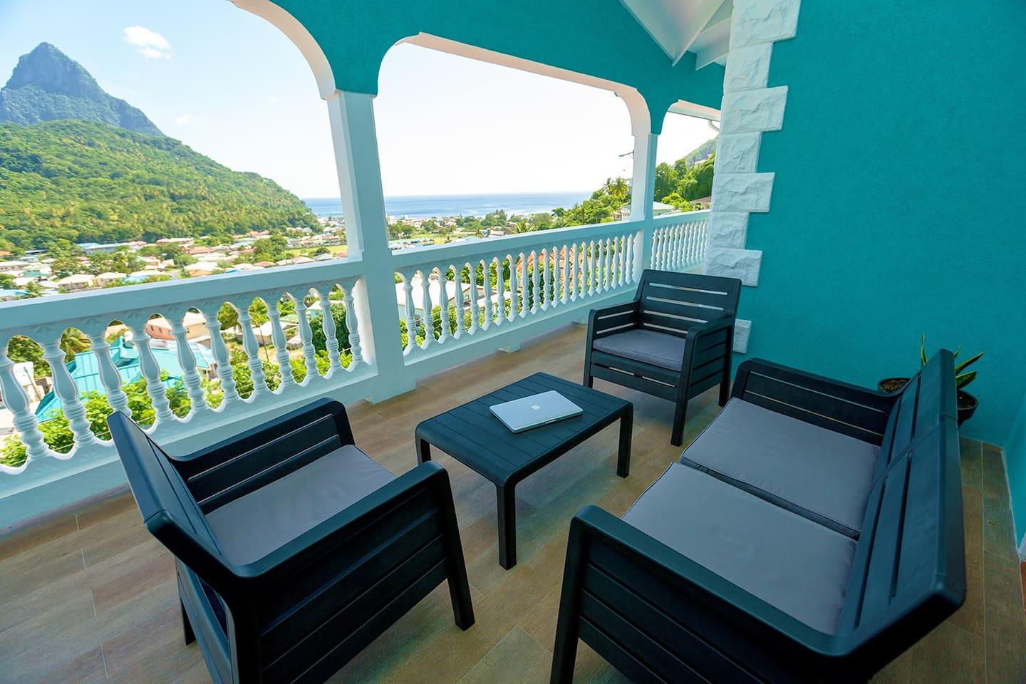 Private, Spacious, modern, and comfortable!! Free WIFI!! Private Parking!! Full Kitchen!! easily the BEST VALUE you can find! For The Best Experience In St. Lucia - Stunning Pitons/ocean views, upscale amenities