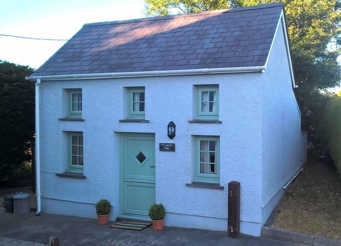 'Tŷ Bach Twt' - little cottage near New Quay