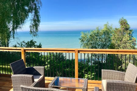 Waterfront Cottage Near Port Dover- Fall Booking