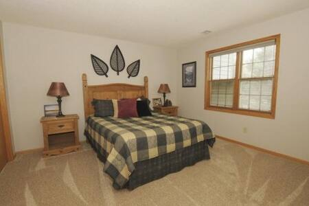 Large private bedroom with t.v. and private bath - Madison