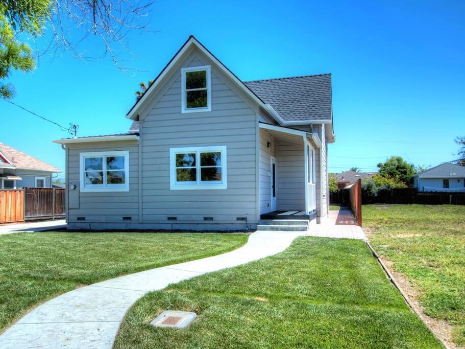 Beautiful house, Plenty of parking, Quiet and safe neighborhood