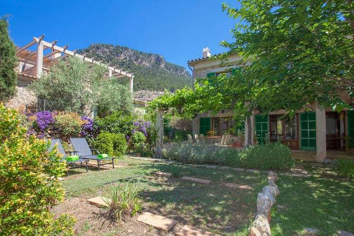 EREMUS - Chalet with private garden in Valldemossa. Free WiFi