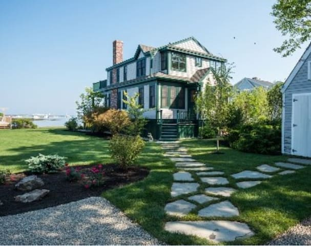 Spectacular Kennebunkport Waterfront Cottage