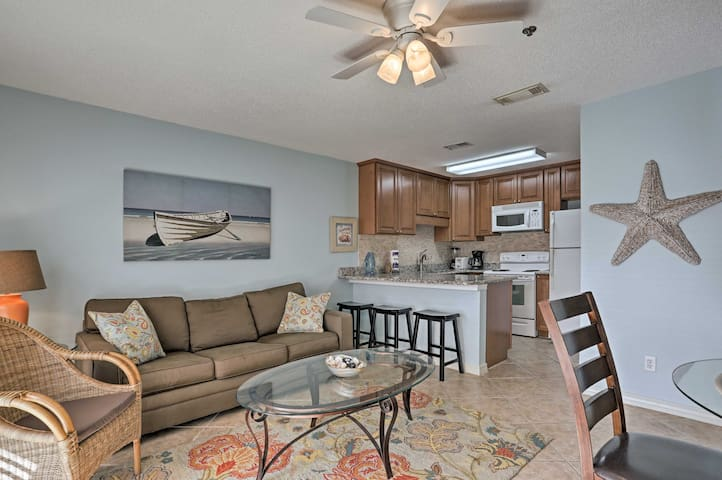 An open floor plan makes it easy to chat with your group.