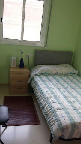 Habitación privada individual, acogedora en Parets - Parets del Vallès - Casa adossada
