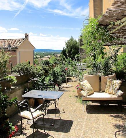 Sympathique appartement avec terrasse pour deux.
