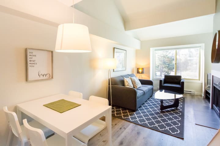 Welcome to our cozy Creekside Charmer; newly renovated, bright, airy, high ceilings for your comfort.