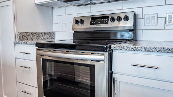Relaxing 1BD condo, close to downtown, fast wifi