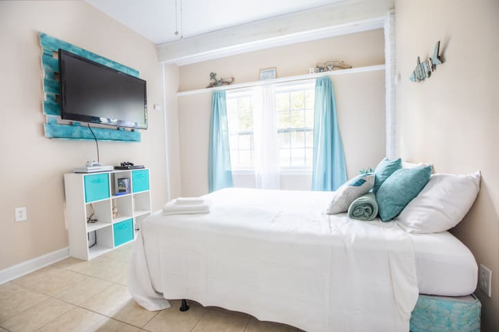 Beach En-Suite Near Downtown Charleston