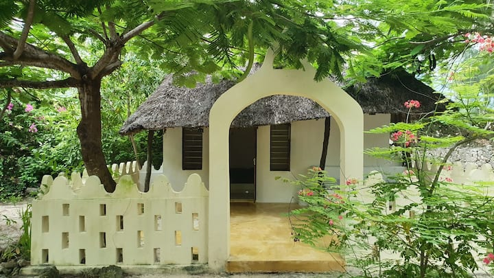 Cosy cottage in tropical garden