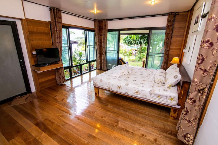 Relax & Amazing Beach Front Bedroom
