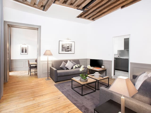 LUXURY 2 BEDROOM LE MARAIS 2