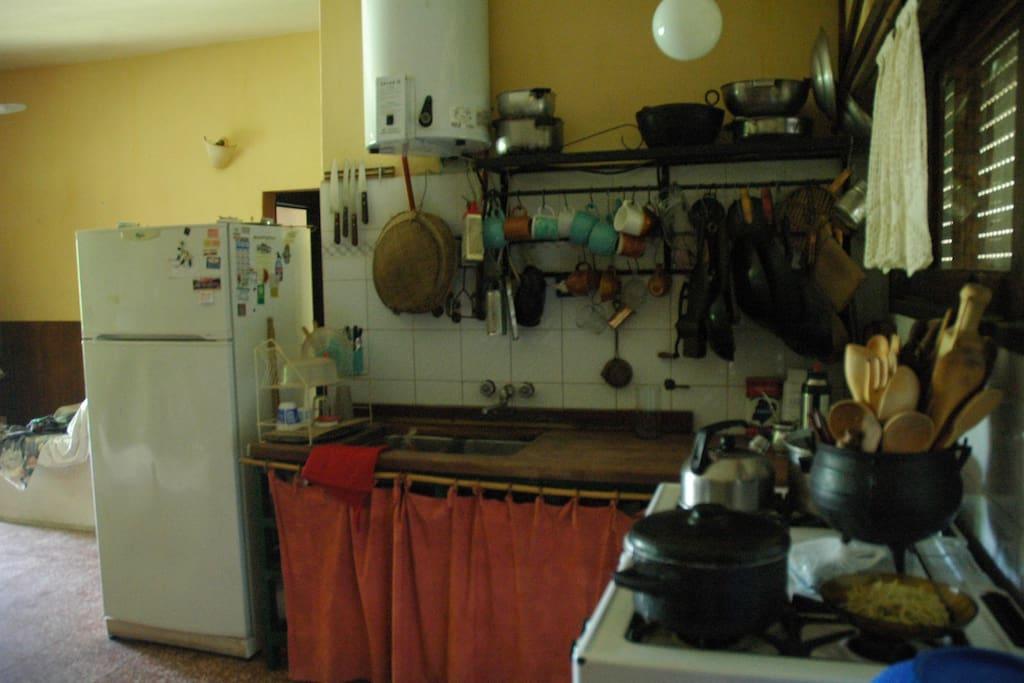 Cocina, heladera y calefactor electrico