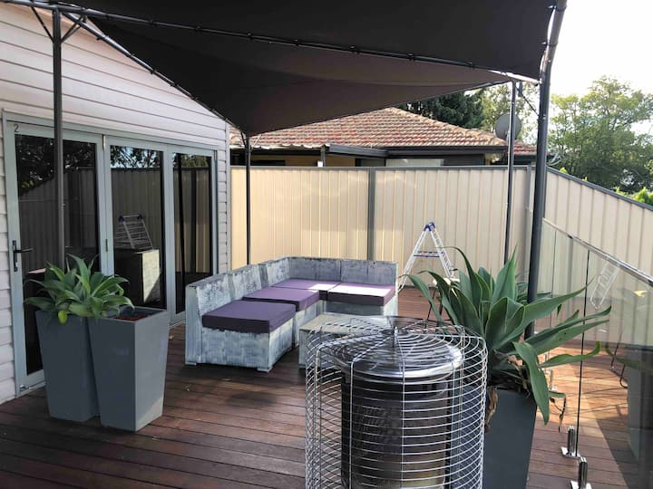 Sleeps 6 Casula SYDNEY 2 bdrm walk to train