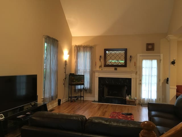 Private room in house w/backyard - Decatur - Hus