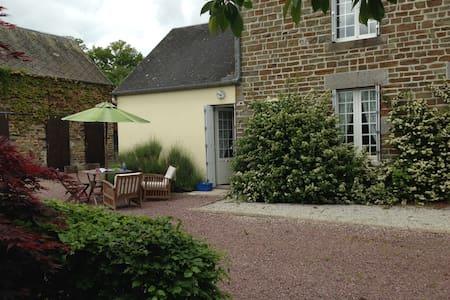 Restored, tranquil stone farmhouse - Le Désert