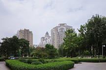 小区绿化很高,在小区散步像溜公园一样!