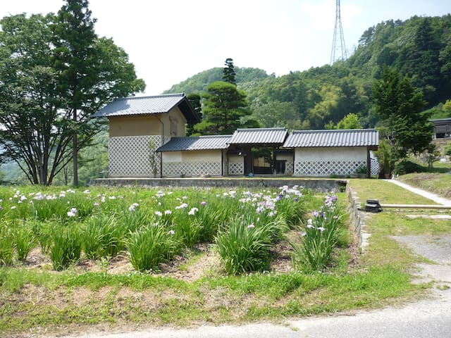 The house was built 300 years ago.(Komegura)