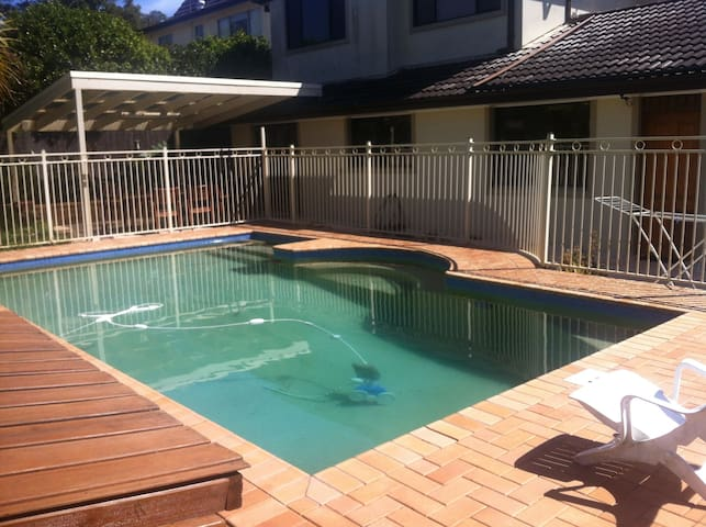 2 level big house with pool - Marsfield - Huis