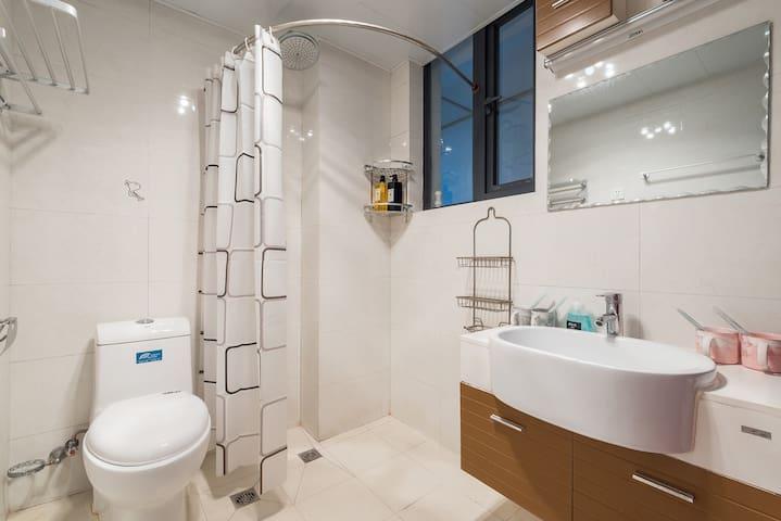 洗手间干湿分离,热水充足