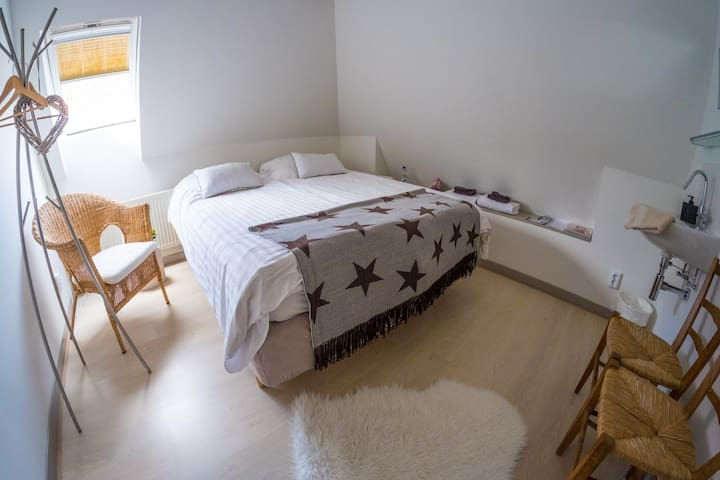 Double room Dior with shared bathroom