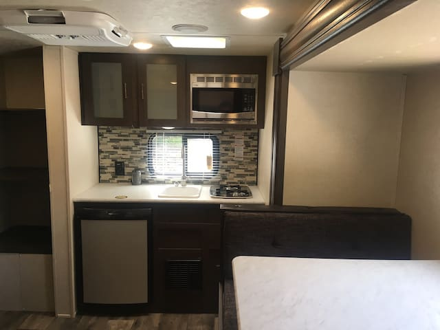 Cameron Park cozy private RV, walk to Downtown!